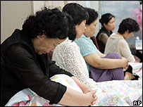 Relatives of the hostages wait for news in Sungnam, south of Seoul - 12/08/07