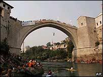 Man diving off Mostar bridge