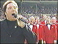 Tom Jones sings at Wembley before Wales v England in 1999