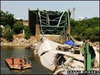 Rescuers at the collapsed Interstate 35W bridge in Minneapolis