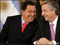 Los presidentes de Venezuela, Hugo Chávez, y de Argentina, Néstor Kirchner