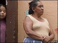 Mujer y niña guatemaltecas