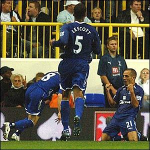 Everton celebrate Leon Osman's goal