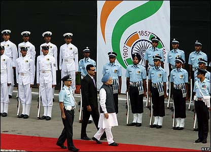 Manmohan Singh inspects guard of honour