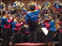 Gustavo Dudmael y la Orquesta Sinfónica Juvenil Simón Bolívar (Nohely Oliveros/DG)