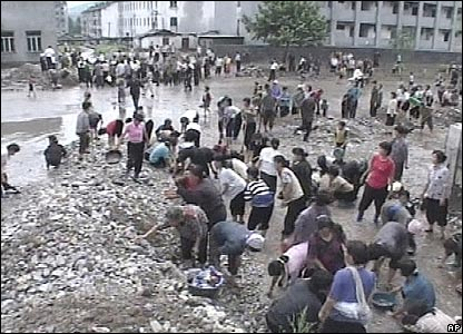 North Koreans try to repair flood damage, August 2007