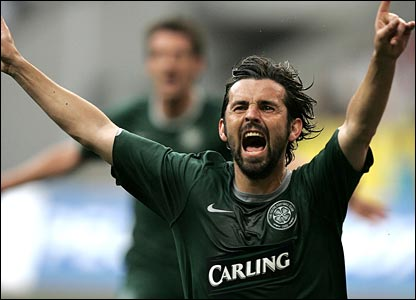Paul Hartley scores for Celtic in Moscow