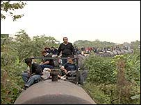 Inmigrantes ilegales en un tren de carga en M�xico
