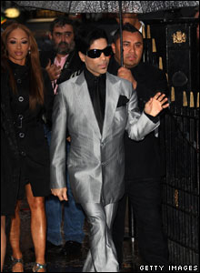 Prince arrives for the Bourne Ultimatum premiere in London