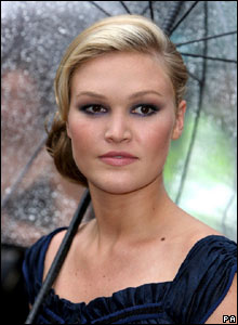 Actress Julia Stiles at the Bourne Ultimatum premiere in London