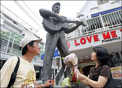 Elvis statue in Tokyo