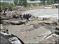North Koreans repair road in flood-hit South Pyongan province (Photo from Xinhua news agency)