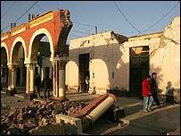 Calle destruida en Ica