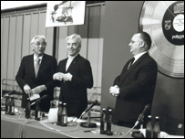 Joop van Tilburg (right), accepted the offer of Sony¿s President Akio Morita (Left) for further joint development. Conductor Herbert van Karajan (middle) was an early CD supporter