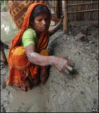 Woman rebuilds her house with mud in Sirajgonj, Bangladesh