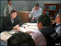 President Alan Garcia (left) meets officials in Peru