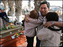 A bereaved family mourns in Pisco graveyard