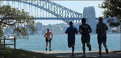 Jóvenes haciendo jogging en Sydney Park