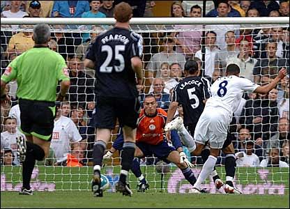Jermaine Jenas scores Tottenham's third goal