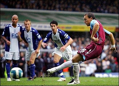 Mark Noble scores for West Ham