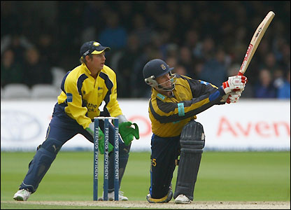 Crawley hits seven fours during his innings