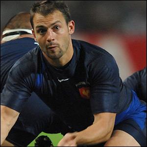 Jean-Baptiste Elissalde clears a ruck