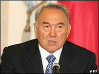 Kazakh President Nursultan Nazarbayev speaks at a press conference in Astana on 18 August 2007