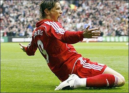 Fernando Torres celebrates