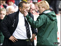 Celtic manager Gordon Strachan (right) discusses the flashpoint with Jimmy Calderwood