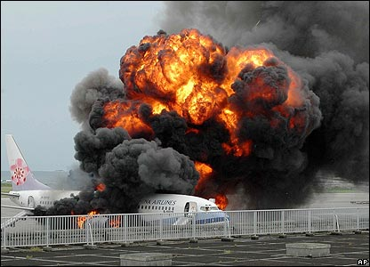China Airlines plane in flames - 20/08/07