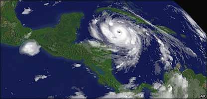 Imagen de satélite de un huracán en el Caribe