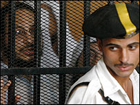 متهم في قفص الاتهام