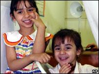 Iraqi girls in Syria
