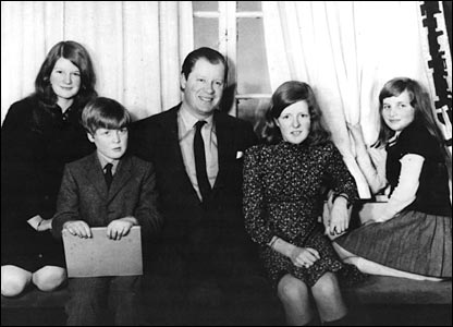 Circa 1970:  Lady Sarah Spencer, Viscount Spencer, Earl Spencer, Lady Jane Spencer and Lady Diana Spencer. (Photo by Keystone/Getty Image)