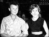 Alex Kurzem junto a su esposa