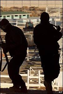 Policía especial mexicana en un operativo contra el narcotráfico