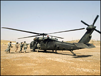 US soldiers board a Black Hawk helicopter in Iraq (5 July 2007)