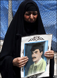 A Shia woman from Baghdad holds a photo of her son, who was killed in the 1991 Shia uprising (21 August 2007)