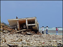 People look at a destroyed house on the beach at Majahual (22 August 2007)