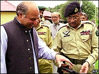Prime Minister Nawaz Sharif and General Pervez Musharraf (left)