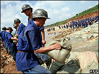 Chinese miners help dam up the breached river in Shandong province - 20/08/07