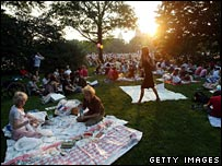 Picnickers in Central Park gather for free New York Philharmonic concert