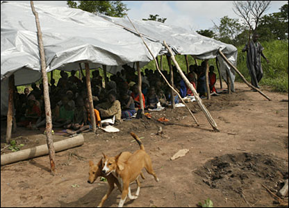 A bush school for displaced children in northern CAR (August 2007)
