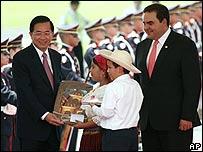 Presidente de Taiwán, Chen Shui-bian recibido en El Salvador por el presidente Antonio Saca