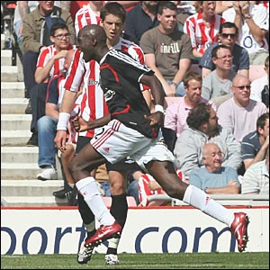 Mohamed Sissoko celebrates his goal against Sunderland