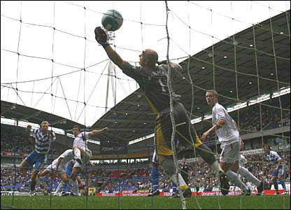 Gary Speed scores for Bolton past Reading keeper Marcus Hahnemann