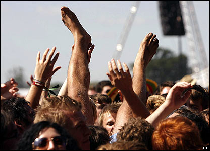 Fans watching Eagles of Death Metal at Reading Festival 2007