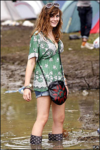 Fan in mud at Reading Festival 2007