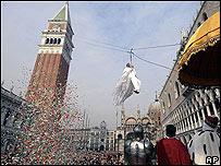 Vuelo de la Paloma, en la apertura del Carnaval de Venecia