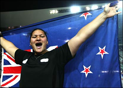 New Zealand's Valerie Vili snatches gold in the women's shot